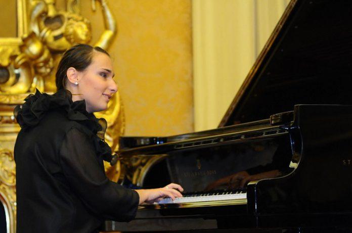 Luciana_Canonico_pianista_foto