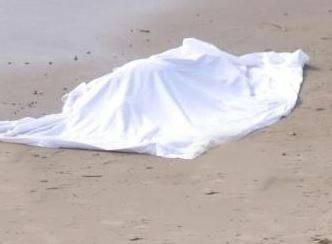 cadavere-spiaggia-593x443