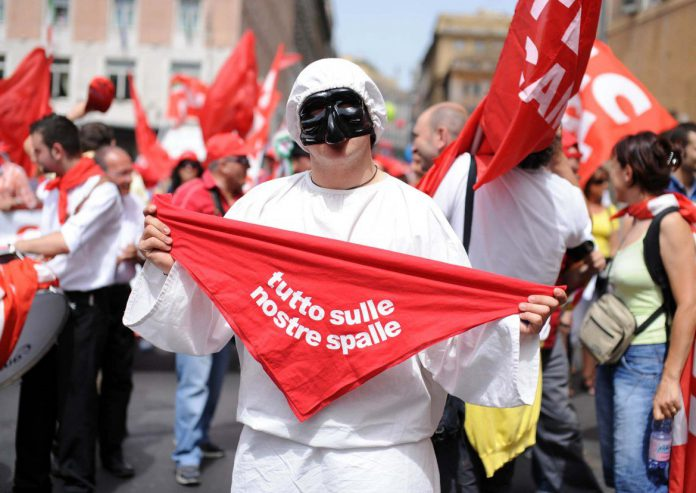 pulcinella-lavoro-sindacati-manifestazione-napoli