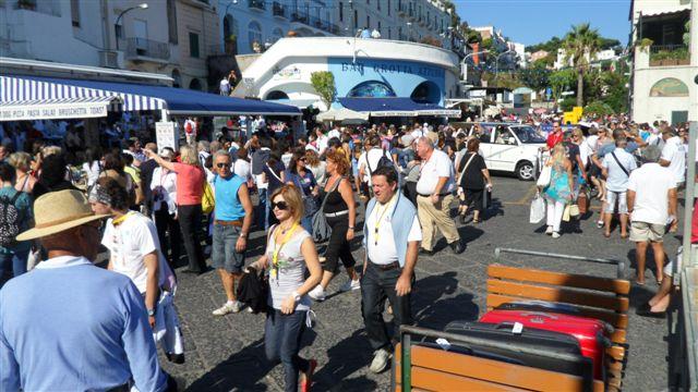 Turisti-stranieri-a-Capri