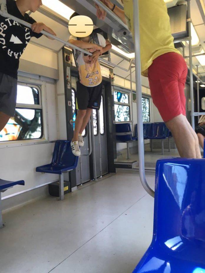baby_gang_devastano_un_treno_nel_napoletano