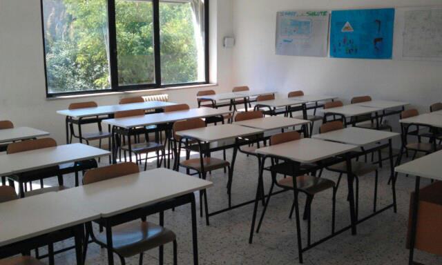 brevi_pescara-protesta-dei-docenti-della-scuola-aterno-manthon