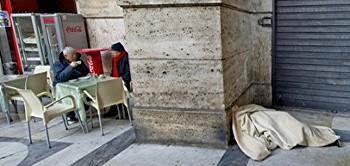 Napoli-clochard-morto-galleria-umberto