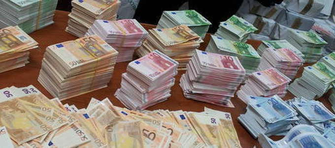 Napoli-scoperti-53-milioni-di-euro-falsi-in-una-cantina