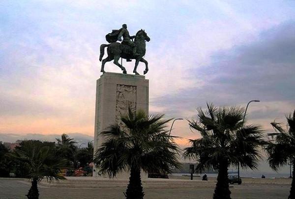 monumento-diaz-napoli-600x406