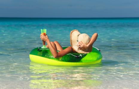 vacanze-donna-acqua-465x300