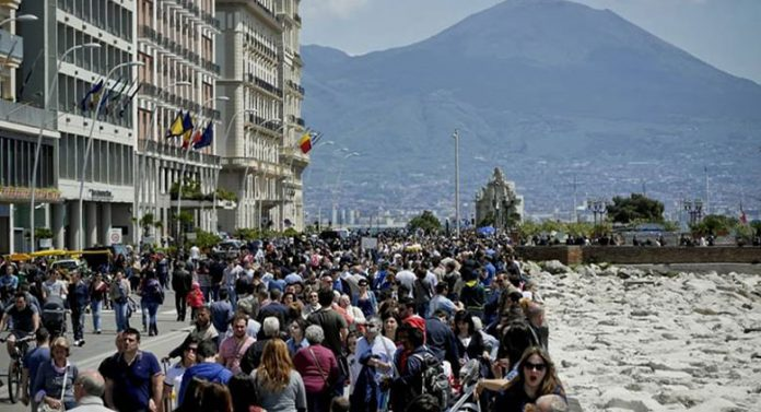 Turisti-a-Napoli