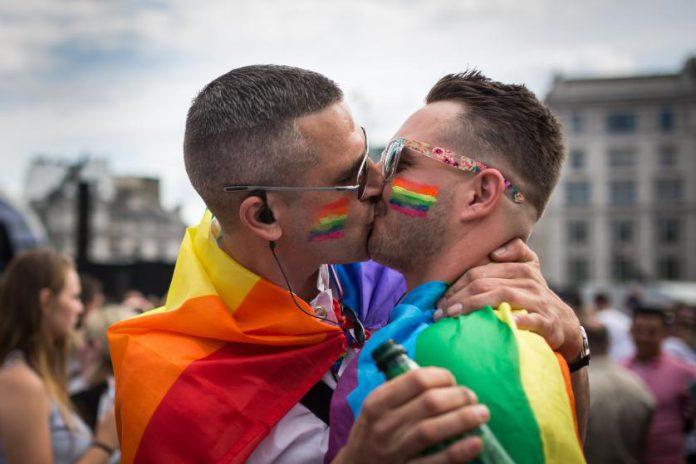 12948_gay-pride-parades-8
