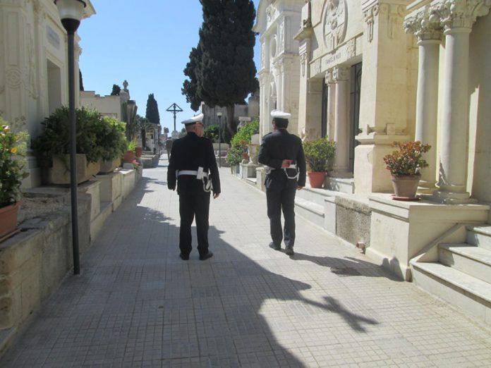 Controllo_lungo_i_viali_del_cimitero-2