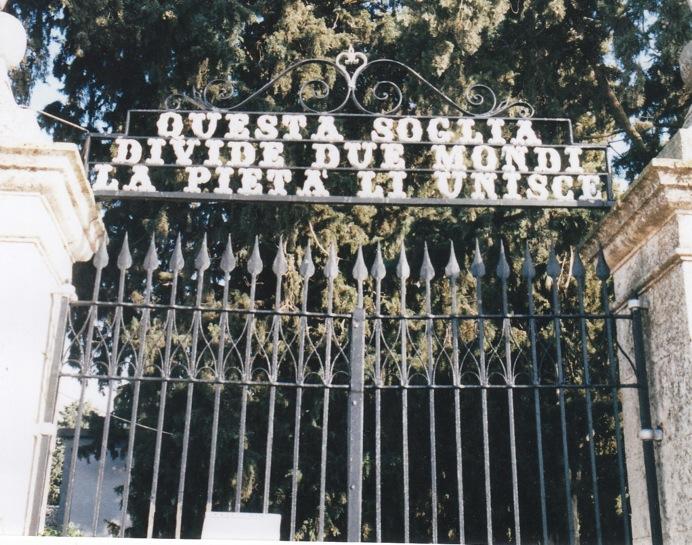 1396125888-resta-chiuso-dentro-il-cimitero-da-vivo