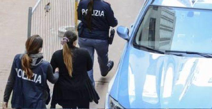 77473_arresto_polizia_donne