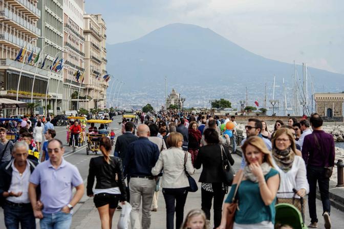 Napoli-invasa-dai-turisti