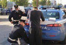 Polizia-blocca-parcheggiatore-abusivo