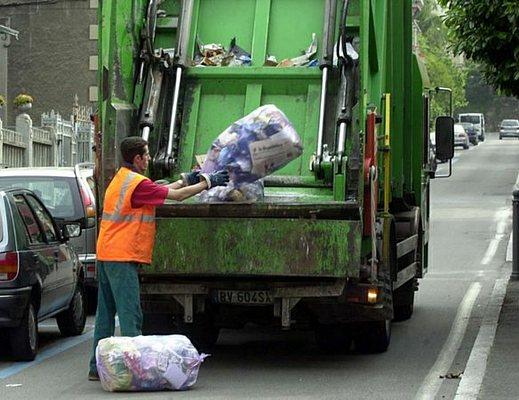 raccolta-rifiuti-camion-ditta_01