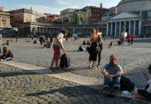 Turisti_per_terra