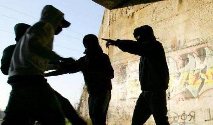 0004E319-baby-gang-in-azione-a-roma