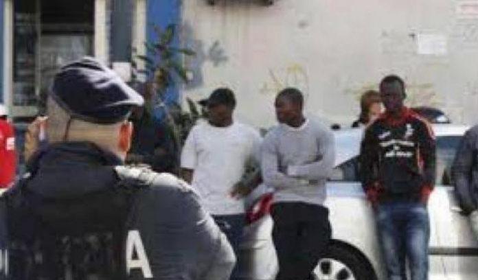 0004EF1C-la-denuncia-di-due-giovani-migranti