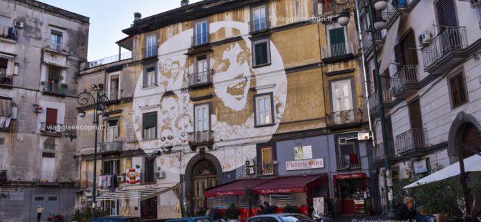 In-Piazza-Sanit-il-murales-ispirato-da-Papa-Benedetto-XVI-cosa-vedere-al-Rione-Sanit-950x438