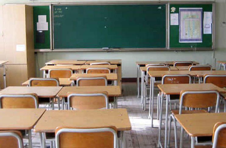 classe-banchi-vuoti-a-scuola-3-2