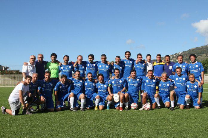 la_squadra_di_calcio_dei_commercialisti_che_ha_vinto_la_coppa_italia