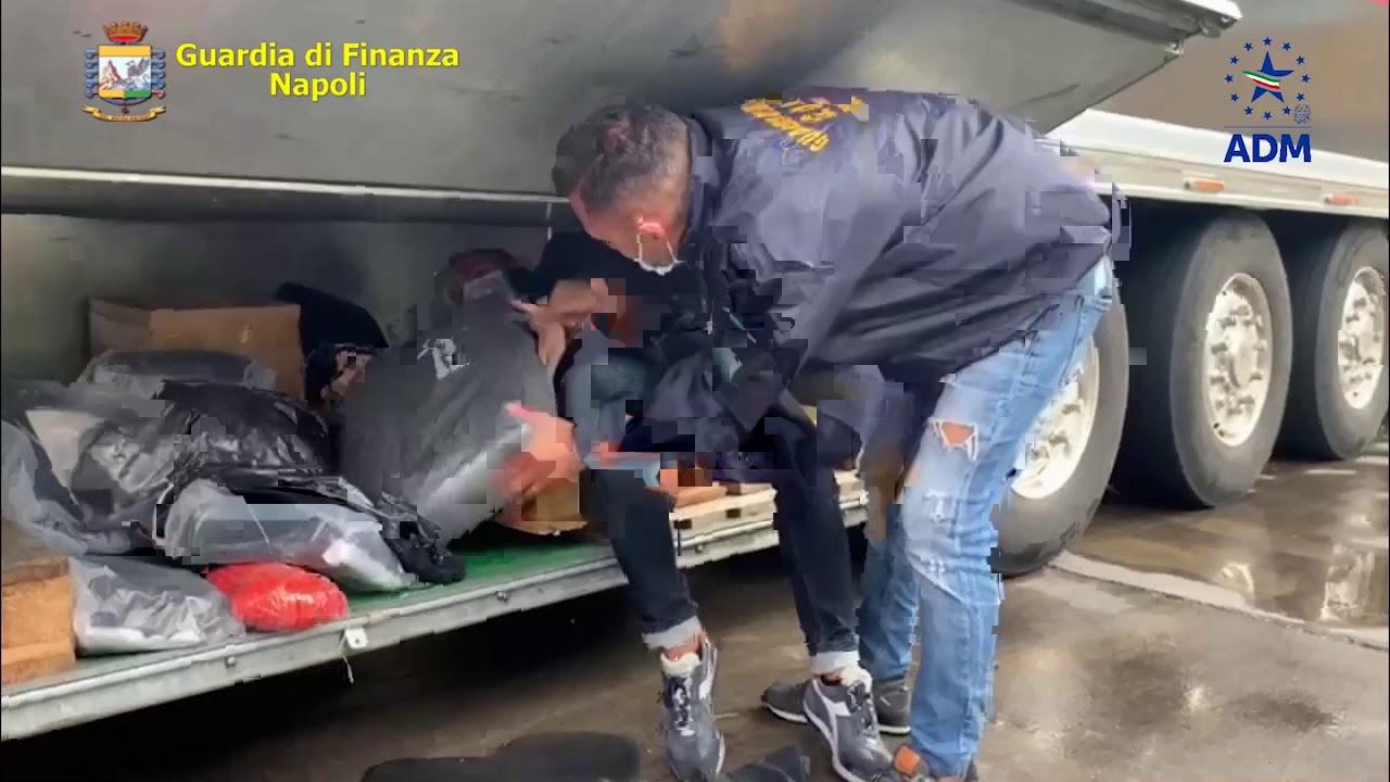 Maxi Sequestro Di 130 Chili Di Hashish Nel Porto Di Napoli Due Arresti Video Napoli Village Quotidiano Di Informazioni Online